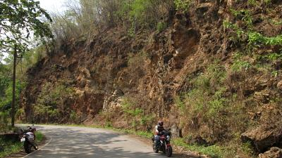 Riding the Samoeng Loop