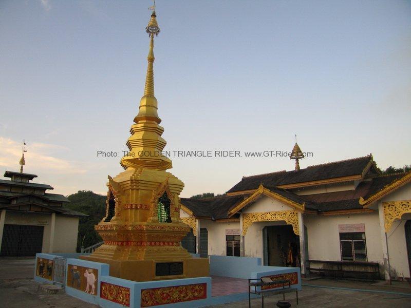 Wat Kha Kham. Thoed Thai.