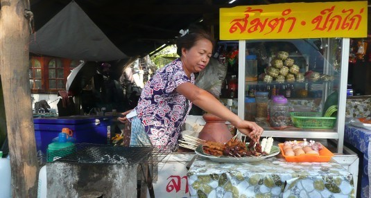 street-food-vendor-chiang-rai