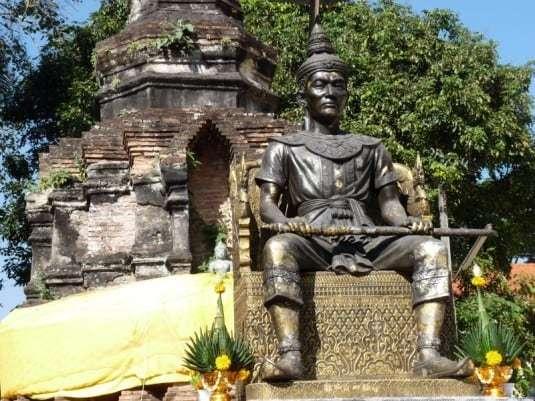 king-megrai-stupa-chiang-rai