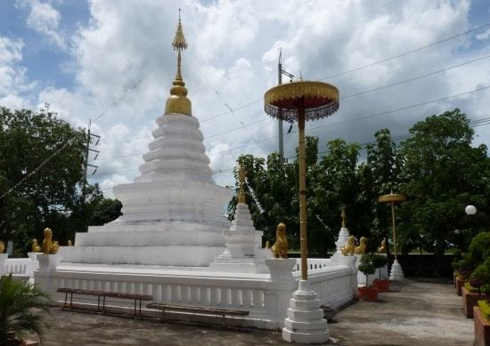 Wat Phra That Sop Waen - Lanna-style chedi - Chiang Kham
