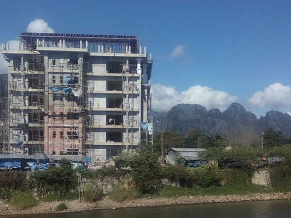 Laos - Vang Vieng construction destroys view